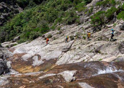 Marche dans le canyon du Torrent d'Albine