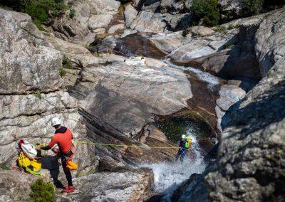 Rappel avec plusieurs cascades dans le canyon du Torrent d'Albine