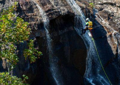 Rappel d'une cascade dans le canyon du Torrent d'Albine