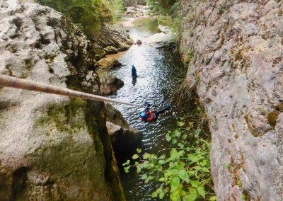 Tyrolienne lors d'une sortie immersion nature