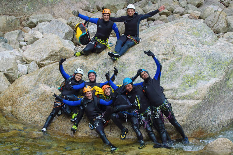 Photo de groupe pendant un stage canyoning Escal'OSud