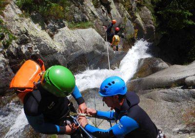 Sécurité et progression en eaux vives dans le canyon du Taurynia en Occitanie
