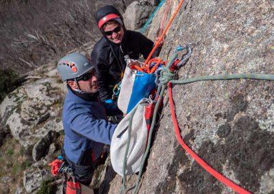 Apprentissage et perfectionnement des techniques de progression en canyoning en falaise