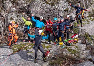 Photo de groupe lors d'un stage de perfectionnement canyoning